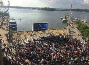 2015-Movies-on-the-Potomoc-draws-hurge-crowd