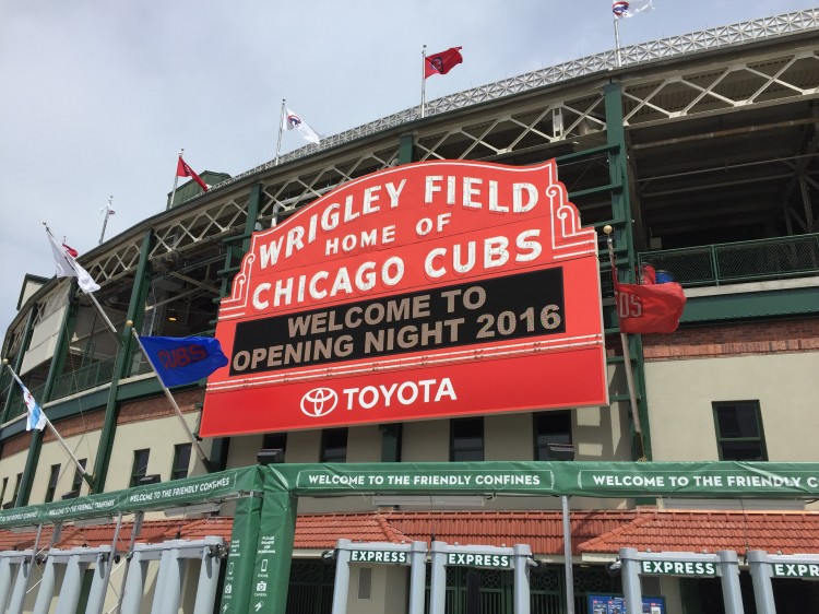 WrigleyField_Marquee_02