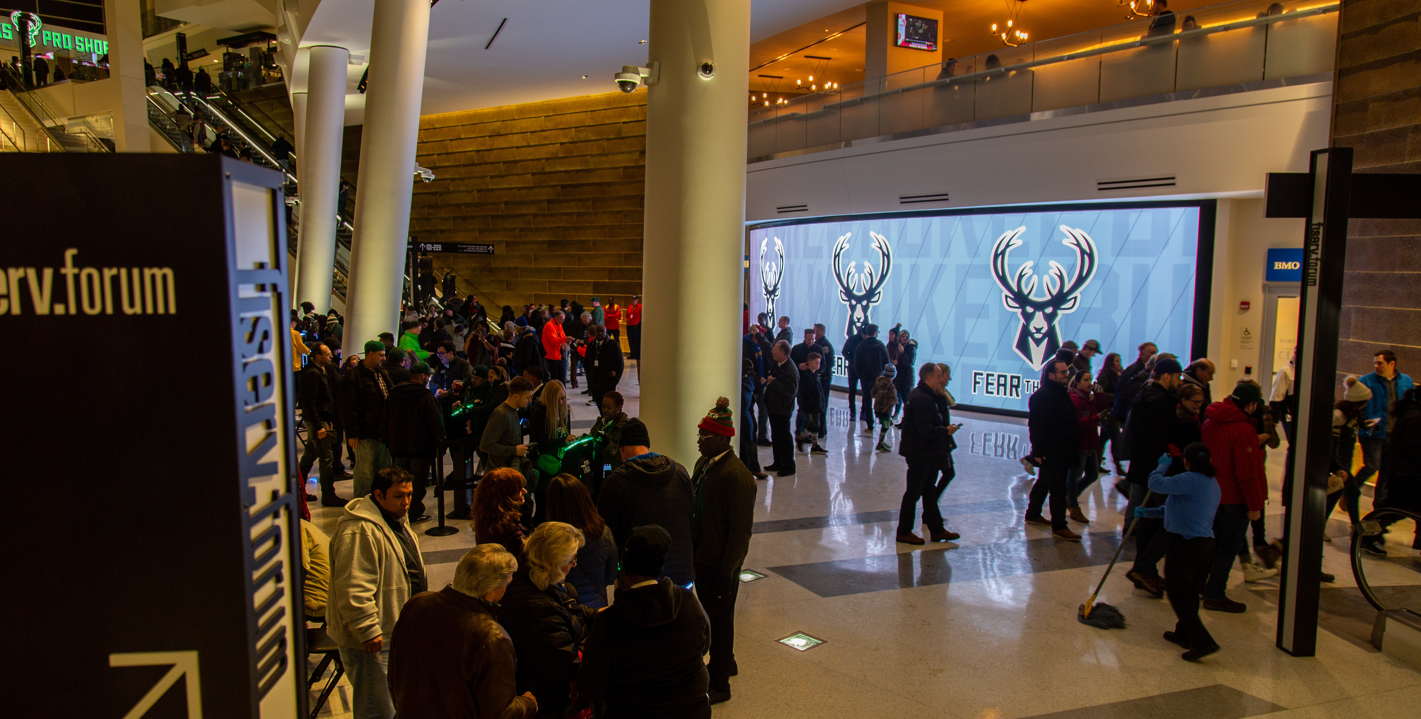 milwaukeebucks_lobby_03.jpg