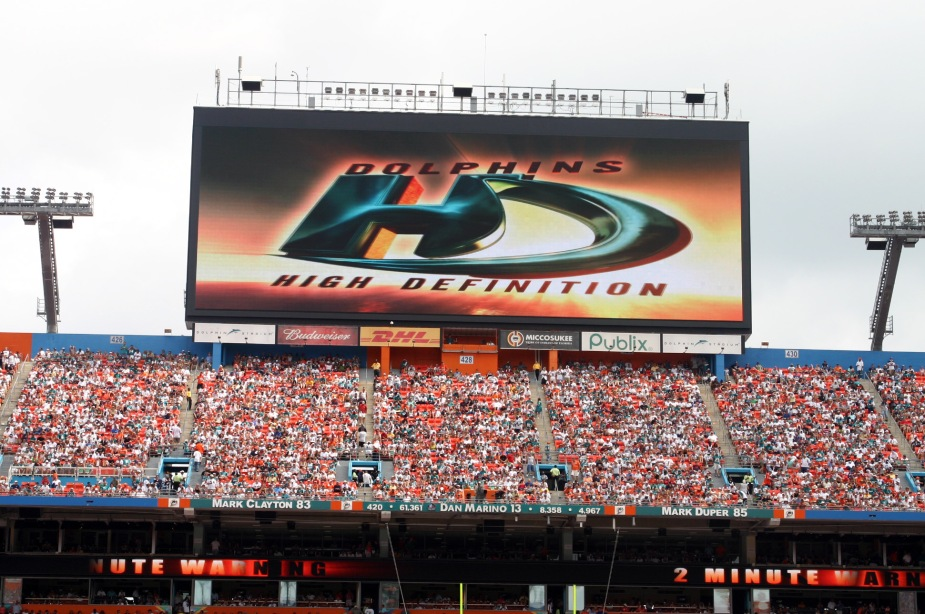 MiamiDolphins_MiamiFL_PS-20s-736x2112_10